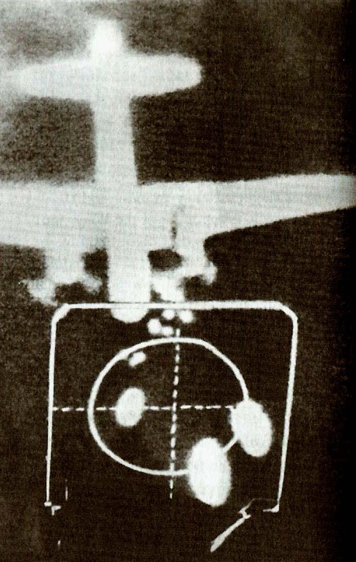 Photo d'une mitrailleuse tirant sur un bombardier